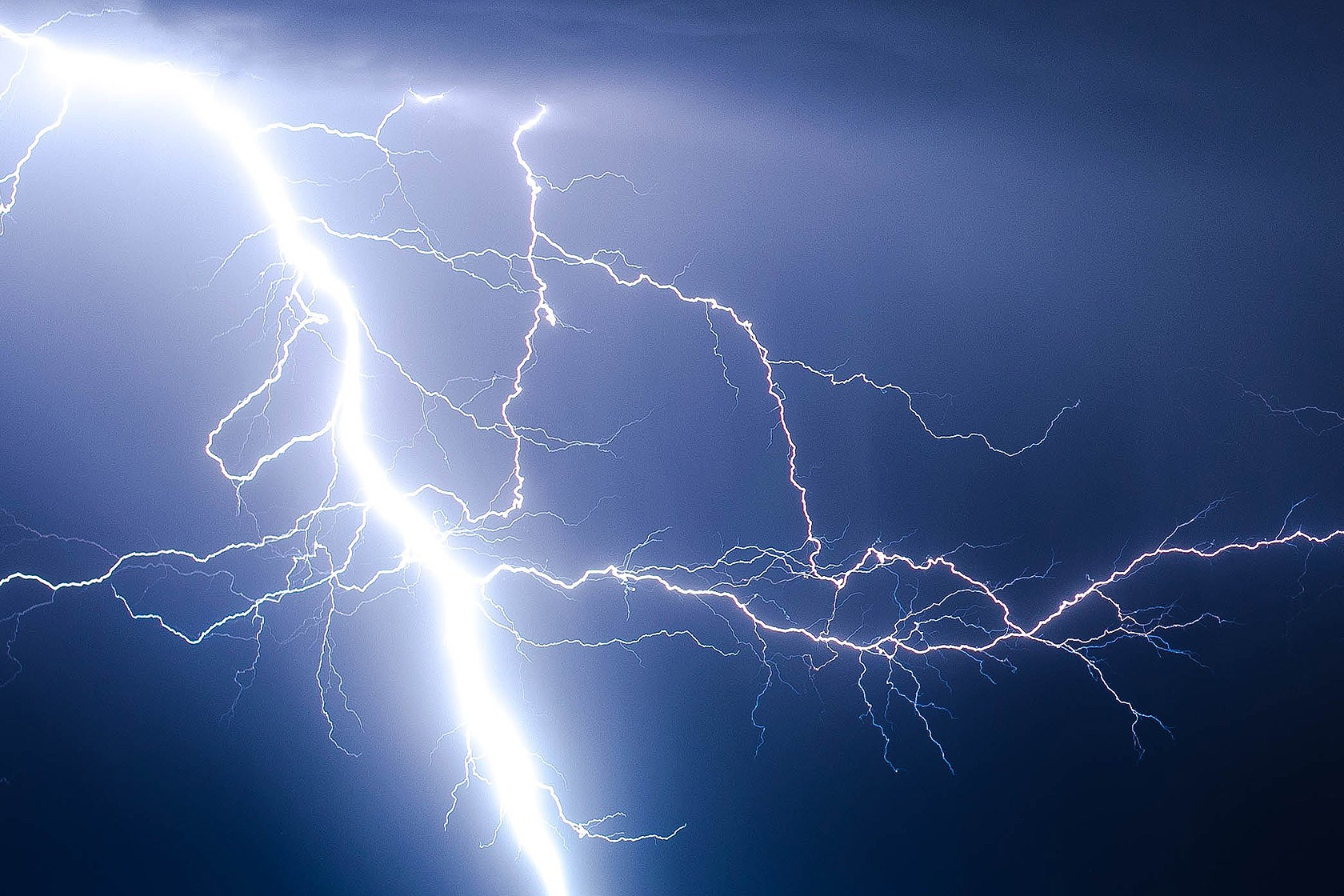lightning_01 © Photo by Brandon Morgan on Unsplash