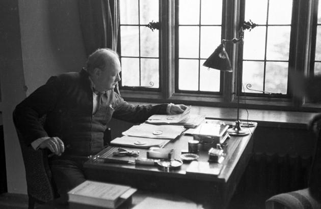 Winston Churchill's essay on alien life found : Nature News & Comment