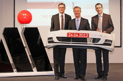 Automobil Motoren Magna Eroffnet Werk In Sachsen