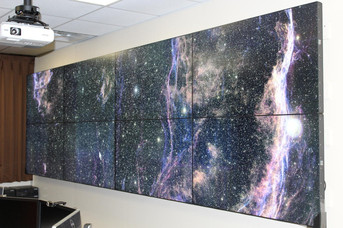 The Hiperwall tiled-display wall system for Big-Data research