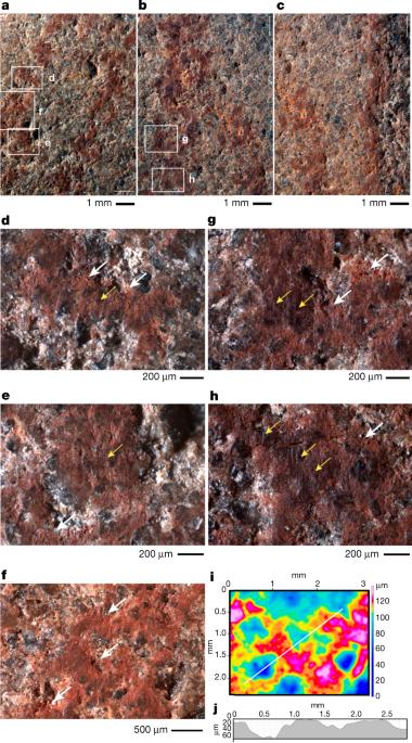 Vistas de detalle de las líneas dibujadas en la superficie de L13. Blombos Cave, Sudáfrica. Foto: Nature