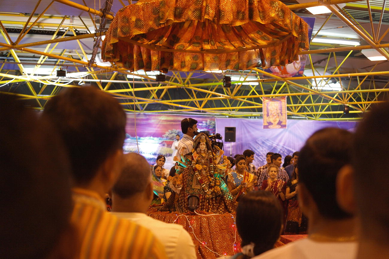 The Performing Body of Navratri: Dancing Dandiya, Dressing