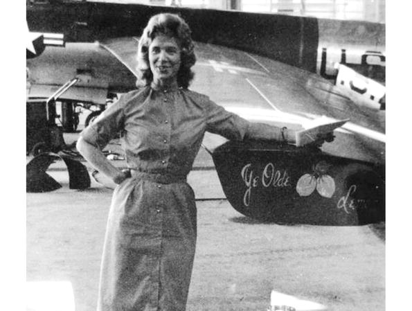 The art of space flight springerlink cece bibby posing in front of a lockheed u 2 spyplane at patrick air force base photo cece bibbylawrence mcglynn fandeluxe Choice Image