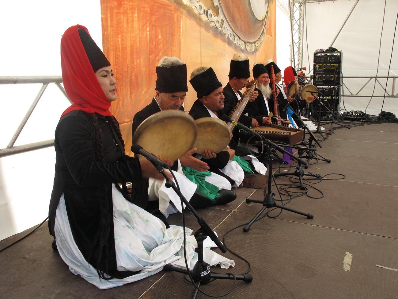 "Original Ecology"" Style of China's Minority Performing Arts"